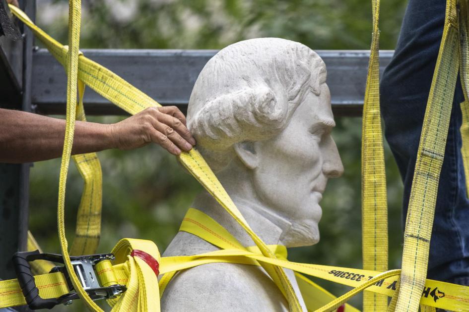 Tüntetők terjesztik a szoborrongálási lázat