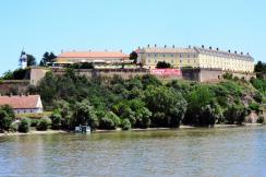 A Péterváradi várat 1992 óta különböző közvállalatok irányítják, és foglalkoznak az itt lévő építmények karbantartásával. A most készülő projektumtervezet egy tartós, jó megoldást hivatott biztosítani ezen a területen (Dávid Csilla felvétele)