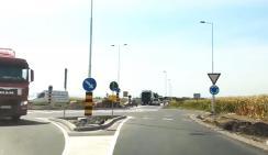 A körforgalmi csomópont a közlekedés biztonságát is szolgálja (Góbor Béla felvétele)
