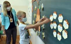 Iskolakezdés az újvidéki Petőfiben (Ótos András felvétele)
