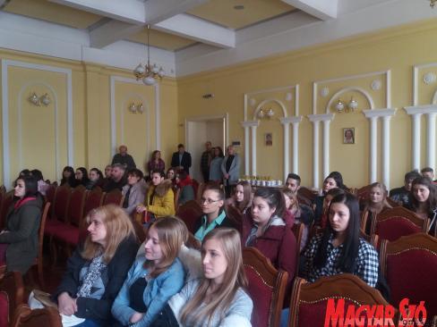 A leendő tanítók és óvodapedagógusok az  amfiteátrumban (Paszterkó Erika felvétele)