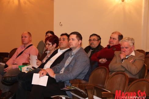 A lakossági fórumon az önkormányzat illetékesei is képviseltették magukat (Puskás Károly felvétele)