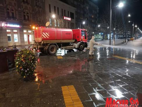 Mossák az utcákat Nagybecskereken (Kecskés István felvétele)