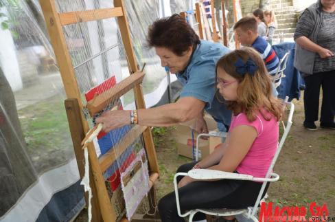 Alkotnak Bajsán a kézművestábor résztvevői (Kazinczy Paszterkó Diana felvétele)