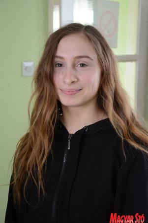 Bajai Mária Stella, egyetemista, néptáncos, Ibolya csoport (Paraczky László felvétele)