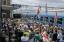 A kolozsvári állomáson köszöntik a Csíksomlyóra tartó Csíksomlyó Expressz és Székely Gyors zarándokvonat utasait (Biró István/MTI)<br />