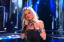 Nevena Božović a dal előadásakor (RTS)<br />