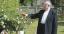 A főpásztor a püspökség kertjében a pihenés pillanataiban<br />